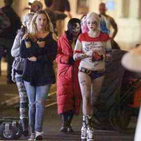 Margot-Robbie-on-Suicide-Squad-set--02