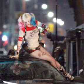 Margot-Robbie-on-Suicide-Squad-set--03