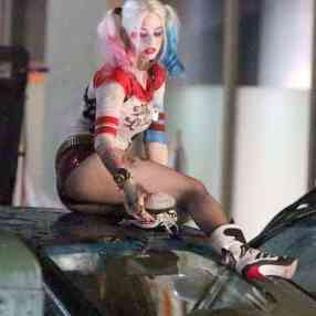 Margot-Robbie-on-Suicide-Squad-set--13