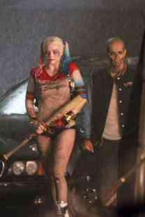 Margot-Robbie-on-Suicide-Squad-set--14